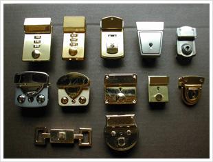 錠前用の金具